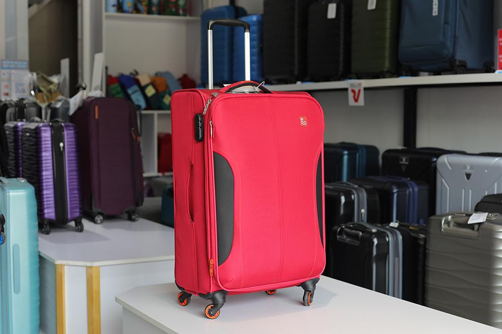 vali vải màu đỏ đô