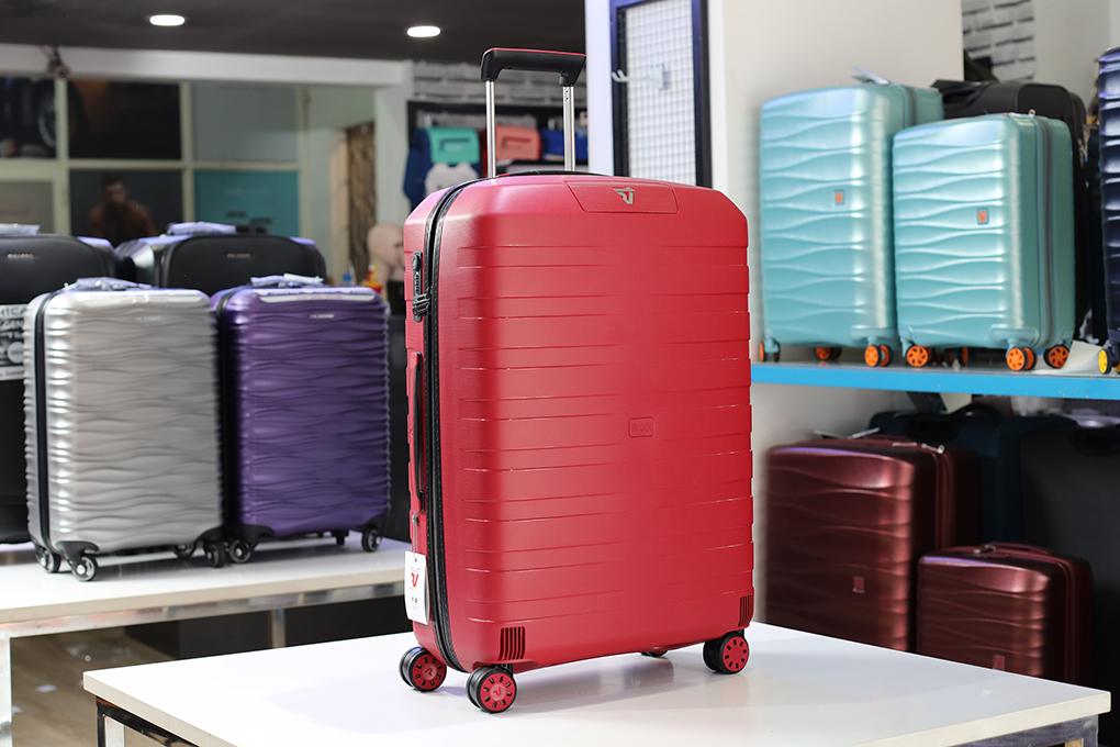 vali màu đỏ